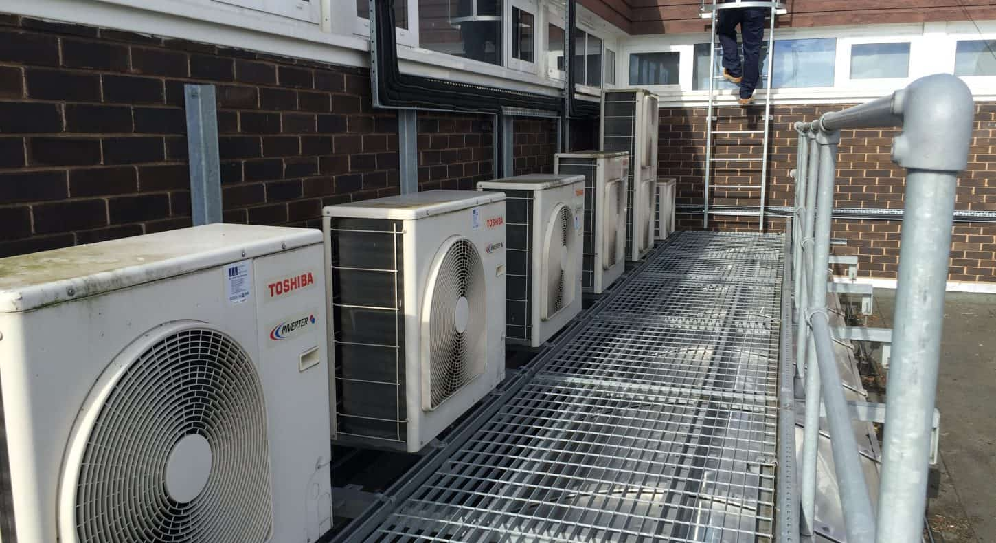 Rooftop airconditioning maintenance